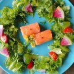 発酵サーモンフリボリテとリースサラダ